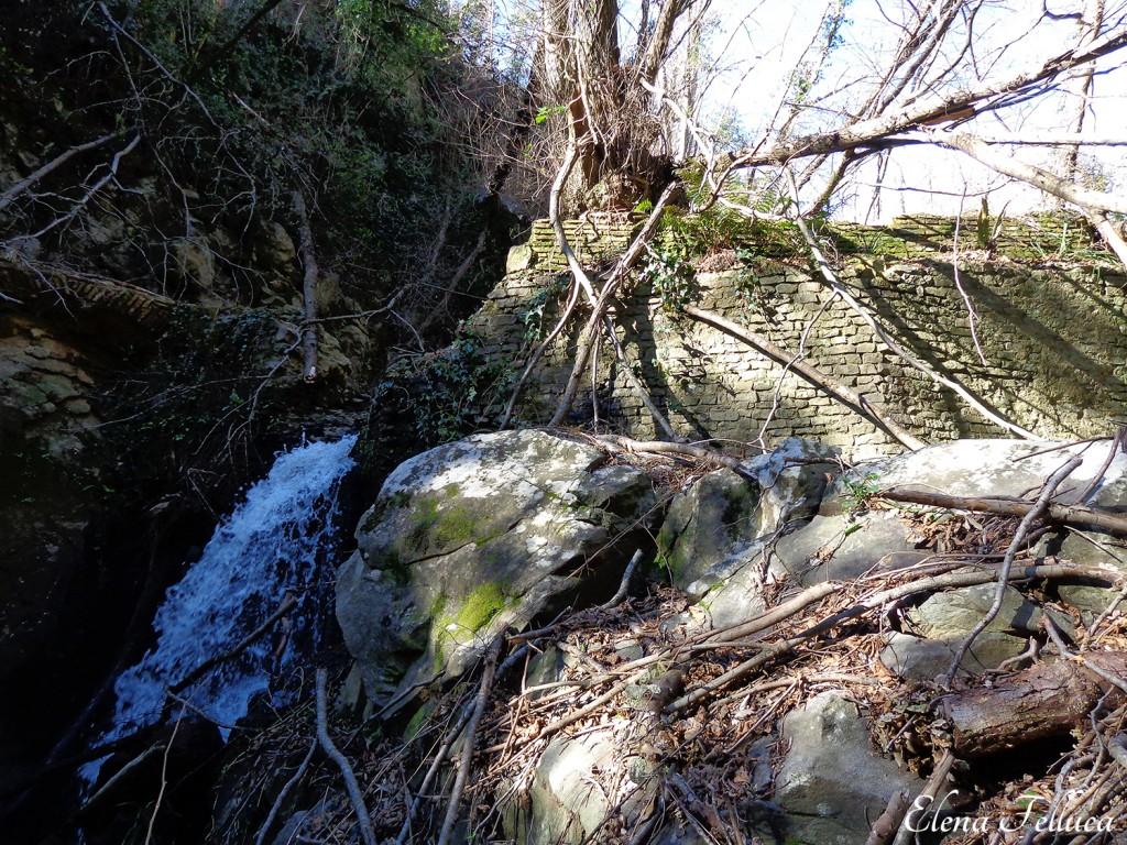 Bracciano, Vicarello, particolare muro di sbarramento nel Fosso di Monte Sassano-Fosso delle Ferriere.
