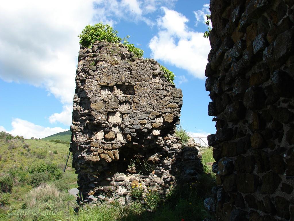 Trevignano Romano, rocca, particolare lato sud-ovest.