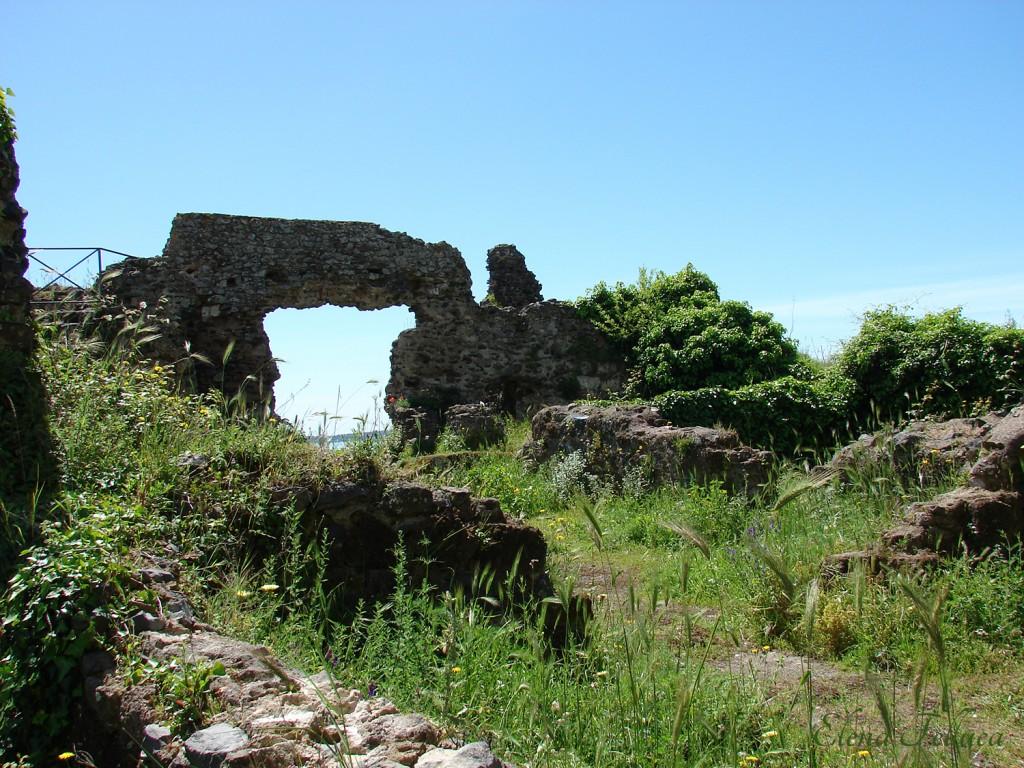 Trevignano Romano, rocca, lato sud-est visto dall'interno.
