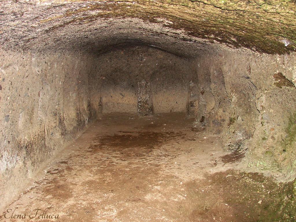 Bracciano, camera con nicchie sulla sponda sinistra del Fosso dell'Aspro