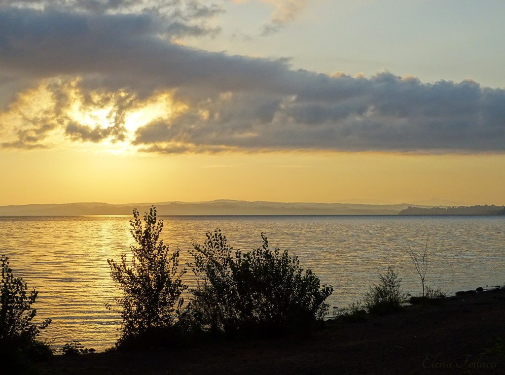 Lago Sabatino, veduta da Bracciano. Agosto 2020.